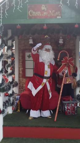 Papai Noel está aguardadndo as crianças... Vem pra Praça das 16h às 21h