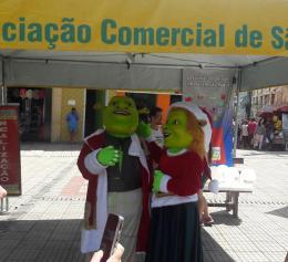 Personagens Sherek e Fiona Natalinos